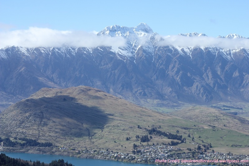 Queenstown mountains. Source: lavaleandherworld.wordpress.com