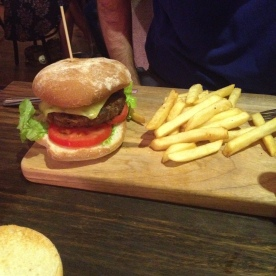 Good Hamburger at Byron Fresh Cafe, Byron Bay (Photo Credit: lavaleandherworld.wordpress.com)