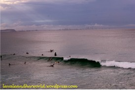 surfers and Surfers Paradise at the Horizon (Photo Credit: lavaleandherworld.wordpress.com)