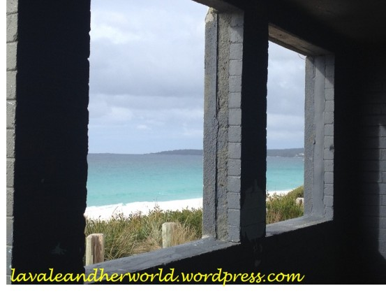 A window on the Bay of Fires (Photo Credit lavaleandherworld.wordpress.com)