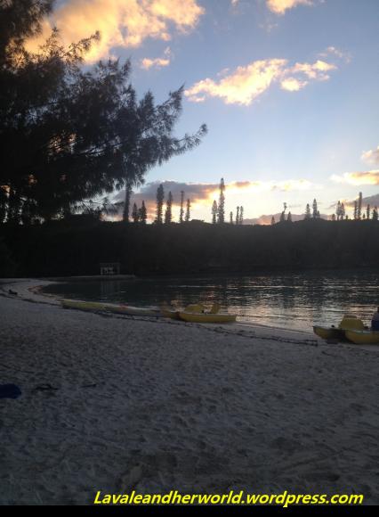 Sunset at Baie D'Oro - Ile des Pins (Photo Credit: lavaleandherworld.wordpress.com)