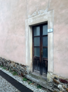 Decorated Door (Photocredit: http://www.lavaleandherworld.wordpress.com)