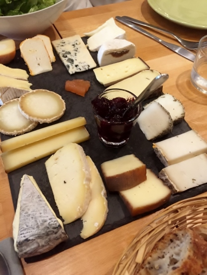 This is what a cheese board is like! at L'Affineur affine' fromagerie, Paris (Photo credit: http://www.lavaleandherworld.wordpress.com)