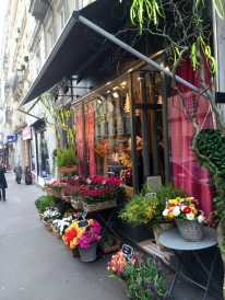 A colourful florist, Paris (photo vredit: http://www.lavaleandherworld.wordpress.com)
