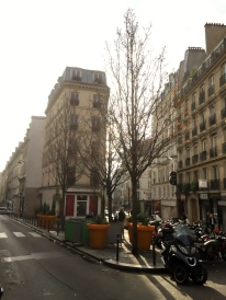 Pigalle area, Paris (photo vredit: http://www.lavaleandherworld.wordpress.com)
