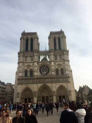 Notre Dame, Paris (Photo credit: http://www.lavaleandherworld.wordpress.com)