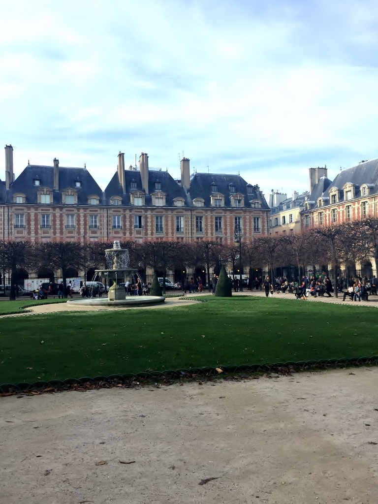 Place des Vosges, Paris (Photo credit: http://www.lavaleandherworld.wordpress.com)