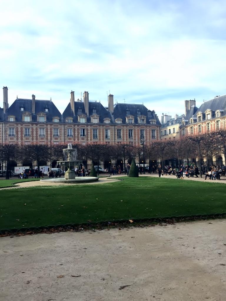 Place des Vosges, Paris (Photo credit: http://www.lavaleandherworld.wordpress.com)