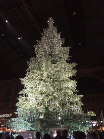 Svarowsky Xmas tree, HauptBahnhof, Zurich (Photo credit: http://www.lavaleandherworld.wordpress.com)
