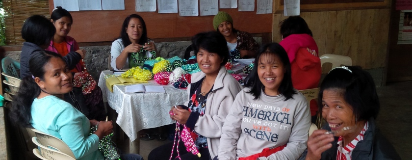 Knitters of On The Glo Project (http://ontheglo.net/tag/project/)